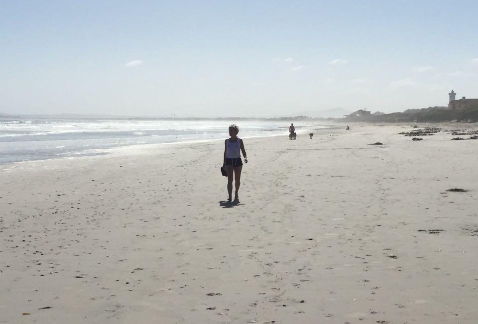 Yksin rannalla..