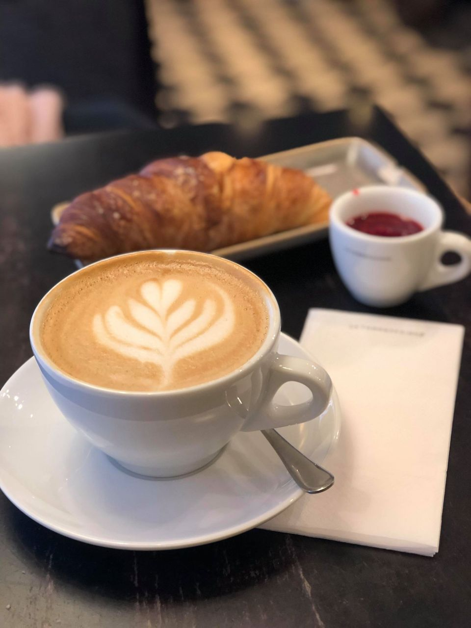 Kahvilla, Anu Pellas